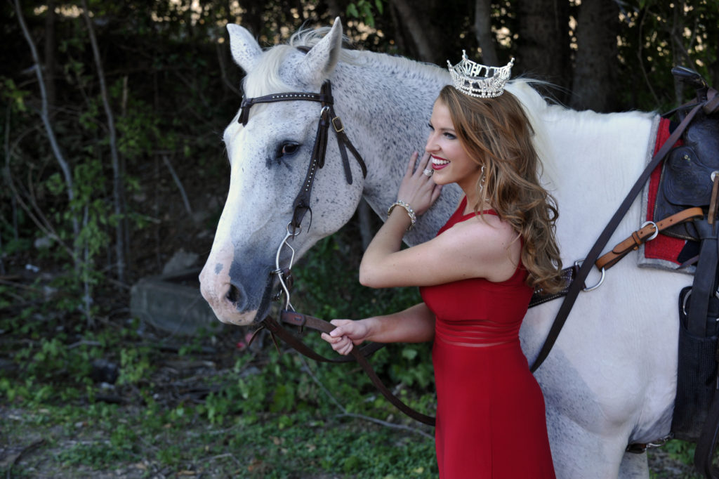 Miss Texas Caroline Carothers with horse, Pepper