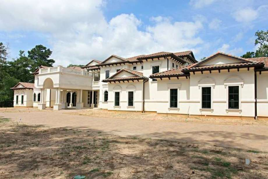 Chris Paul's new Houston area mansion is huge. For good reason. He's moved 11 people into the area when he joined the Rockets.